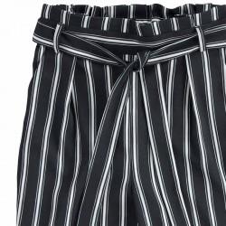 detalle pantalón largo de niña negro y blanco ido