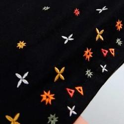 camiseta niña negra tirantes y volantes con bordados