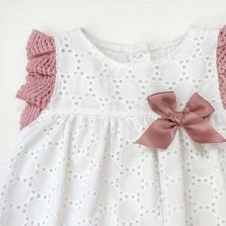 detalle vestido bebe juliana de primavera verano crudo y rosa