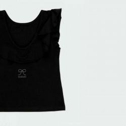 detalle camiseta negra niña desmangada