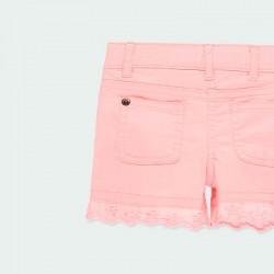 detalle short denim rosa de niña por detrás