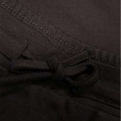 detalle falda niña negra