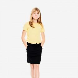 niña con falda punto negra garcia jeans