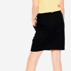 niña con falda punto negra garcia jeans por detrás