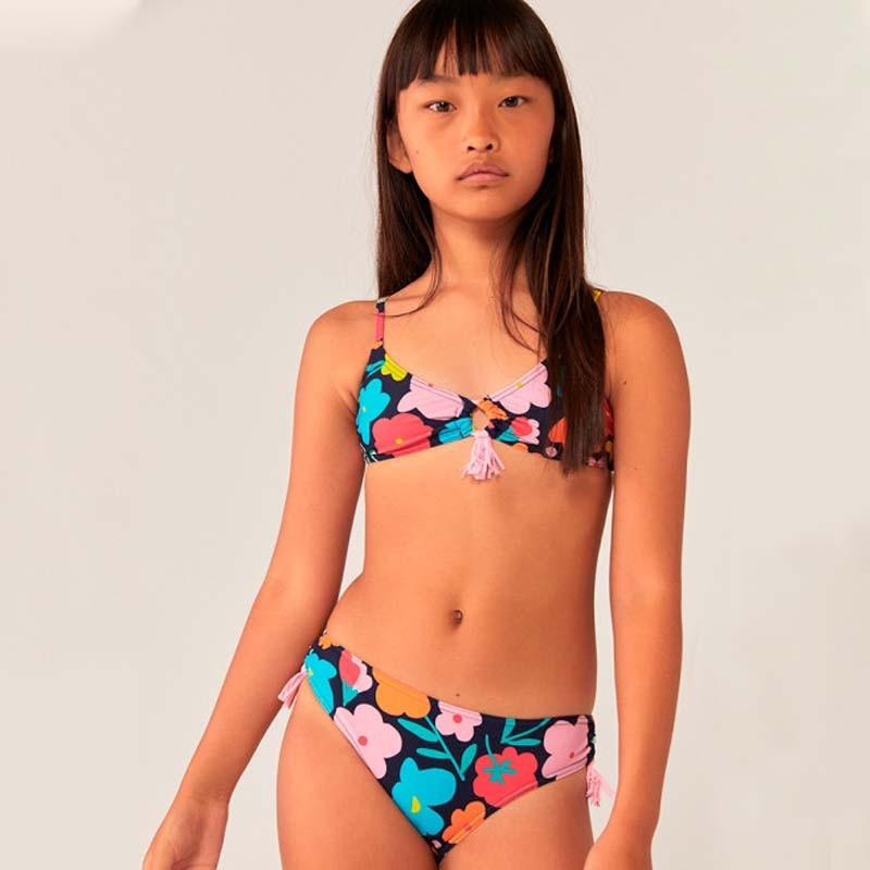 niña con bikini de flores colores boboli