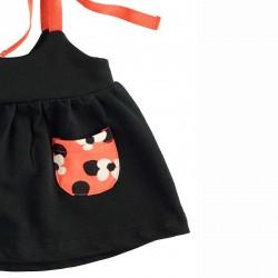 detalle pichi bebe niña negro y naranja
