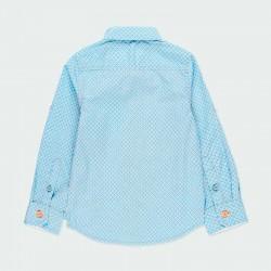 camisa manga larga niño azul y flores naranja por detrás