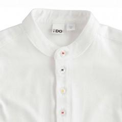 detalle camiseta niño blanca cuello mao