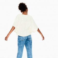 look camiseta poncho niña de garcia jeans por detrás
