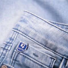 detalle pantalon vaquero corto de niño garcia jeans azul