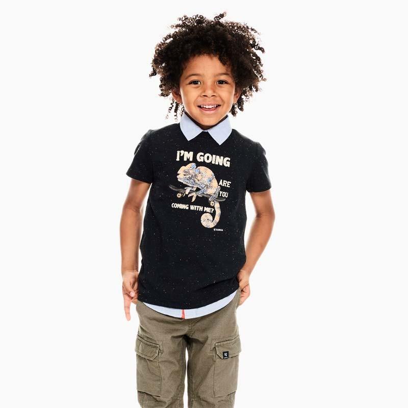 niño con camiseta garcia jeans camaleon