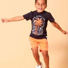 niño con conjunto sturdy manga corta naranja y gris