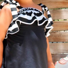 detalle vestido y braguita baño niña de marena negro