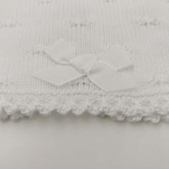detalle lazo chaqueta bautizo bebe niña blanca de paz rodriguez