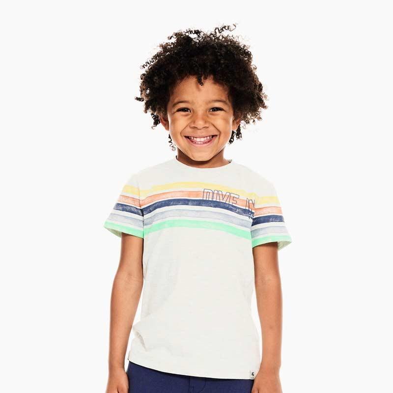 niño con conjunto punto de garcia jeans verde y rayas