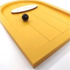 puerta raton perez de madera amarillo mostaza