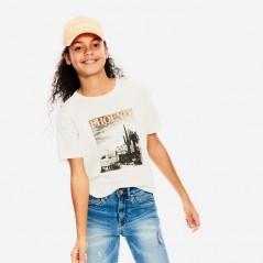 niña con camiseta manga corta de garcia jeans blanca