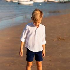 niño con bermuda azul marino nachete