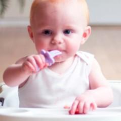 bebe con tenedor ergonomico lavanda de grabease