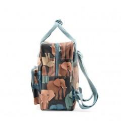 mochila infantil elefantes de studio ditte vista lateral