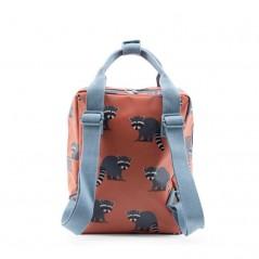 mochila infantil mapaches de studio ditte por detras