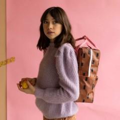 niña con mochila sticky lemon edicion especial