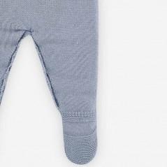 detalle pie pelele bebe invierno azul y gris de paz rodriguez