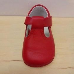 zapatos bebe sin suela de piel rojos leon shoes visto por delante