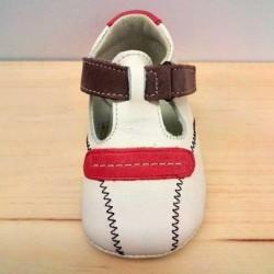zapatos bebe de piel beig y rojos vistos por delante