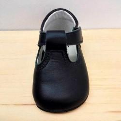zapatos bebe sin suela azul marino con velcro vista frontal