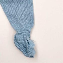 detalle pie conjunto bebe jersey y polaina azul de solita
