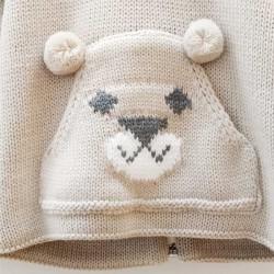chaqueta bebe de punto arena con un oso