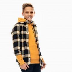 niño con camisa garcia jeans cuadros negros y mostaza