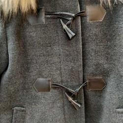 detalle abrigo paño niña bbz gris y pelo desmontable