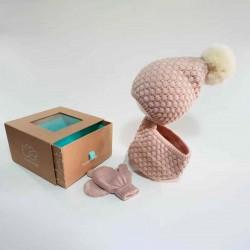 conjunto gorro,manoplas y cuello de bebé rosa empolvado