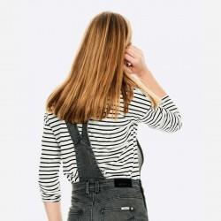 camiseta niña garcia jeans rayas negras con mono denim