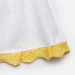 detalle bajo de vestido bebe niña encaje blanco y amarillo juliana