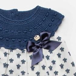 detalle lazo en vestido bebe azul de juliana con estampado tortugas
