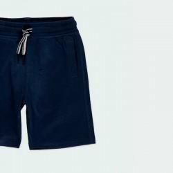 detalle bermuda punto niño azul marino de niño