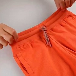 Bermuda de punto naranja para niño con cintura elástica